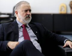Senadores da Rede e Cidadania vão ao STF para que Aras seja investigado por crime de prevaricação na fiscalização da conduta de Bolsonaro