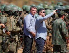 """""""Jamais seremos motivadores de qualquer ruptura"""", diz Bolsonaro em evento com militares"""