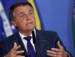 """Bolsonaro pede que apoiadores leiam 'Carta à Nação' com atenção: """"Alguns querem imediatismo. Você namorar e casar uma semana, vai dar errado o seu casamento"""""""